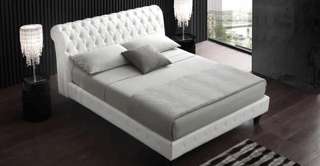 luxury lit chesterfield en cuir avec dossier en capiton. Black Bedroom Furniture Sets. Home Design Ideas